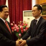 Г-н Хоанг Ле с премиера Нгуен Тан Зунг